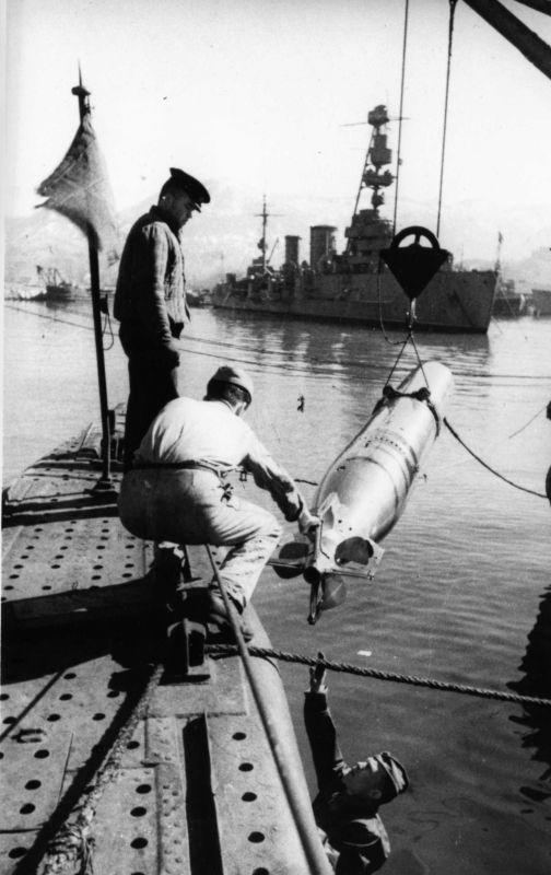 удивительных картинки погрузка торпед символический