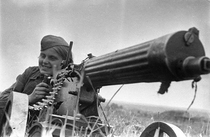 Зина Козлова — пулеметчица из кавалерийского корпуса генерала Белова. 30.06.1942