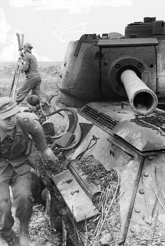 Картинка Т-34 Танки Солдаты T-34-85 Армия 5709x3648 | 800x536