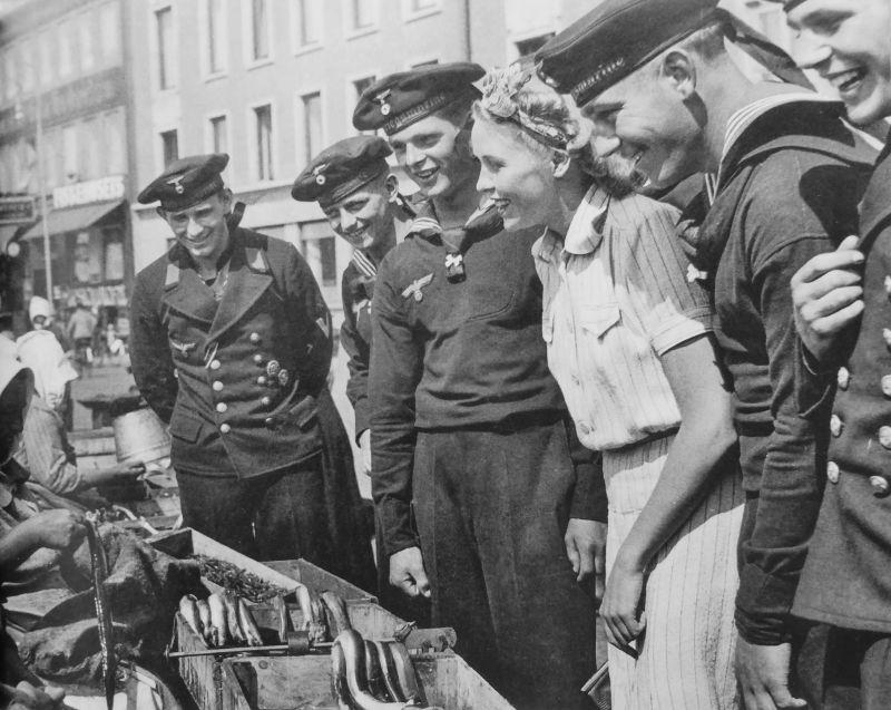 Kriegsmarine sailors at a fish market in occupied Copenhagen