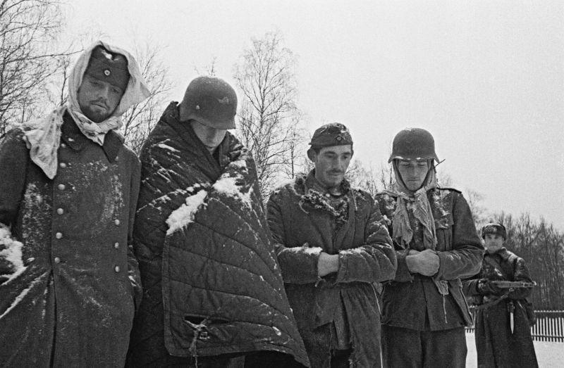 Четверо пленных немецких солдат под Москвой.