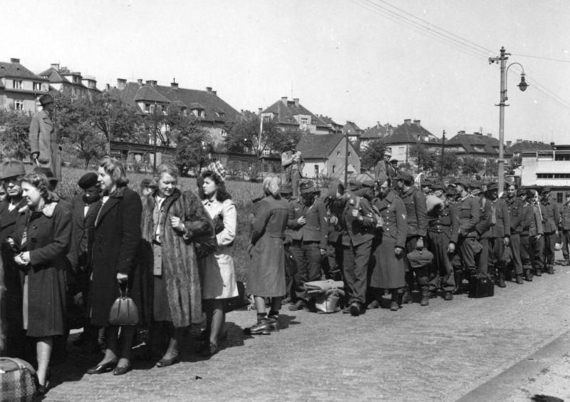 Были неудобства. Пленным немецким офицерам и генералам запрещалось иметь денщиков.