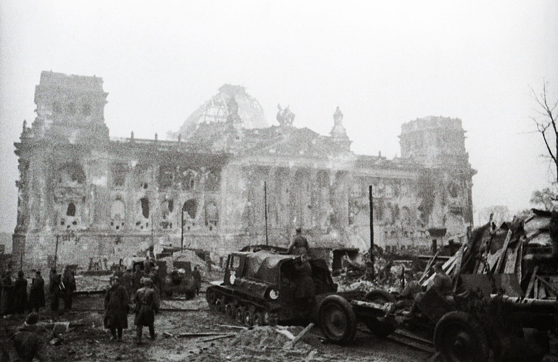 рейхстаг в берлине победа фото лев