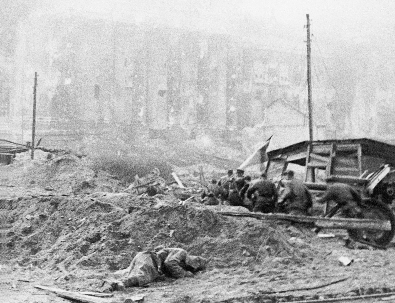 https://waralbum.ru/wp-content/uploads/2016/02/RKKA-v-Breslau_1945.jpg