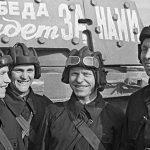 Экипаж танка КВ-1э перед отправкой на фронт. Москва, июнь 1941 года (2).jpg