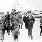 Представители германских вооруженных сил после прибытия в аэропорт Темпельхоф в Берлине. 8 мая 1945 года (2).jpg