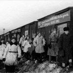 Миасс.Отправка поезда с подарками воинам-землякам на Северо-Западный фронт. 1943.jpg