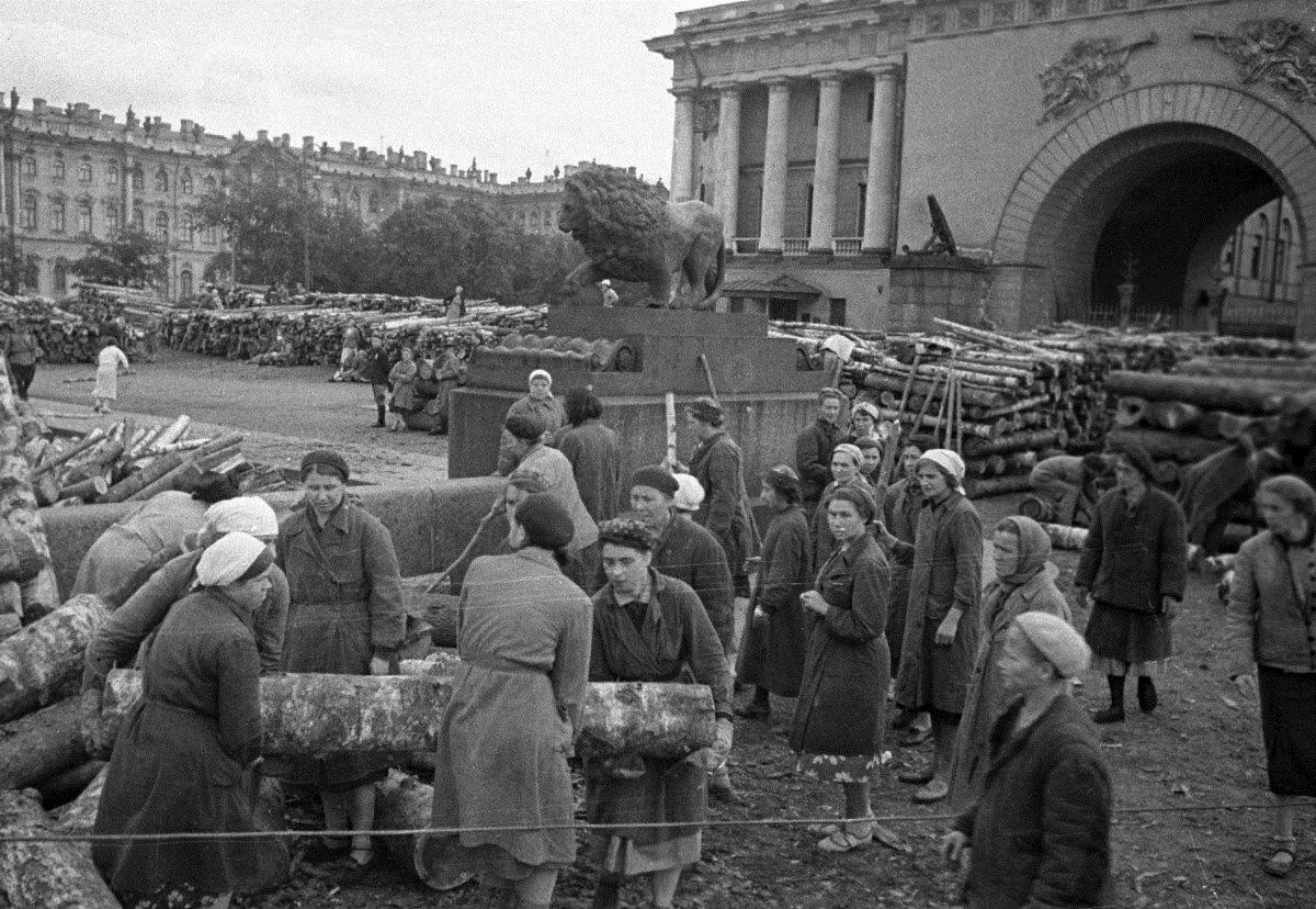 ленинград в годы блокады фото пышными формами