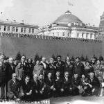 В Москве с однополчанами, 1981 г. (Семёновы – в центре) bc.jpg