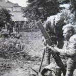 Минометчики взвода лейтенанта Коломинцева у миномета БМ-41 во время освобождения Гродно.1.jpg