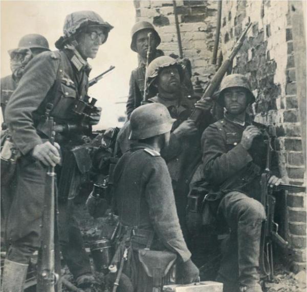 394403555fd5270851f70bf84230f97b  german army german soldier
