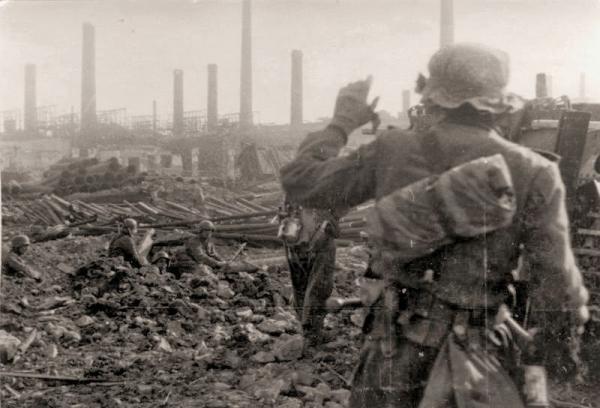 german infantrymen in foxholes at industrial plant Stalingrad 1942