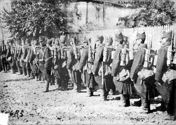 1280px Romanian Soldiers interbelic.thumb.jpg.fbfb016d5db167cc782d01a383b75cc6