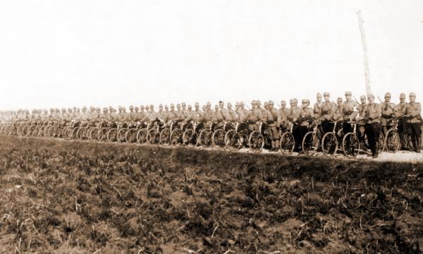 румынских велосипедистов в районе города Одорхею Секуеск, 1916 год