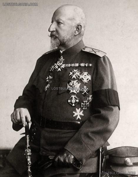 царь Фердинанд I маршальской форме и с траурной лентой на рукаве после смерти королевы Элеоноры в 1917 году (01)