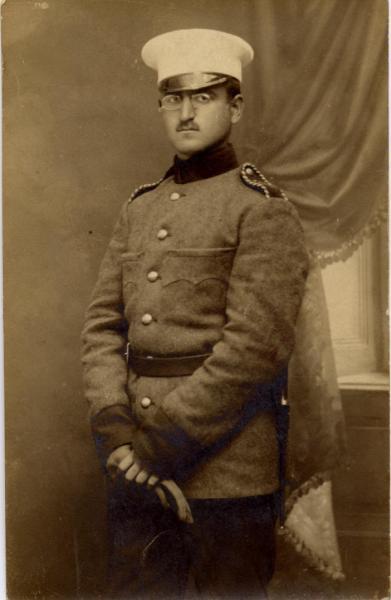 1914 Front Knjazevo,BG rezervist oficer vo uniforma od shajak[1] Бугарски регрут, Књажево 1914 год