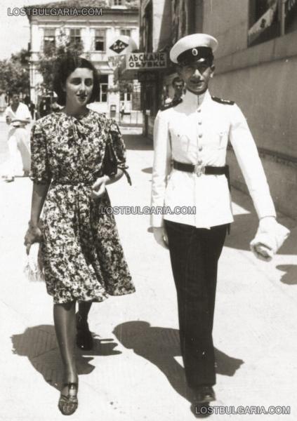 , кадет от Военното училище и млада дама, месец юли 1939 г.