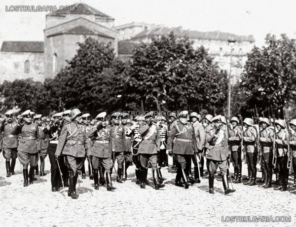 на строените войски от Н.В.Цар Борис III и генералитета за Гергьовския парад на 6 май 1936 г.