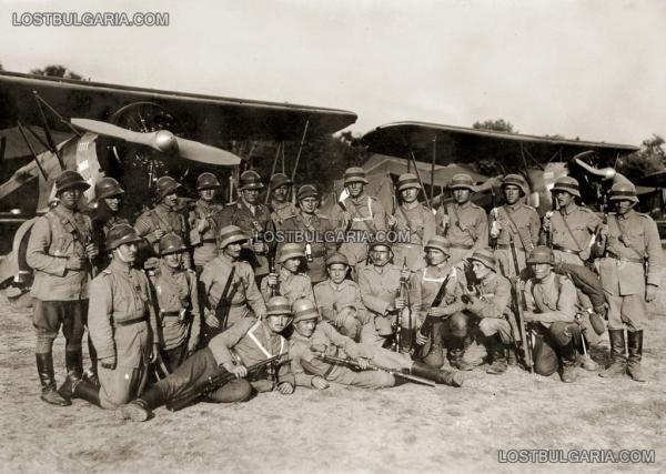 """военни маневри през 1937 г., войници от разузнавателна авиация със самолети ДАР 3 """"Гарван I"""" (01)"""