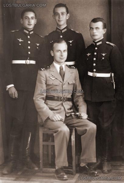 лётчики на обучении в Венгрии вместе с венгерским инструктором (1943 год) 01