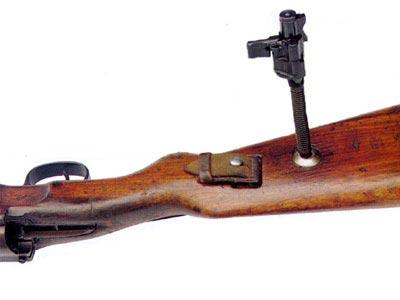диск люверса с отверстием на прикладе Mauser 98k облегчает разборку сборку затвора (02)
