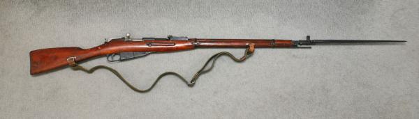 06 Советская винтовка обр. 1891 1930 года с примкнутым игольчатым четырёхгранным штыком 01