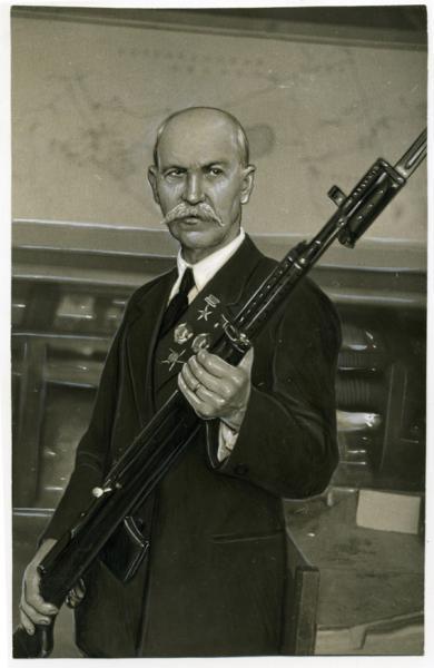 Ф.В. со своей винтовкой СВТ 40 (01)
