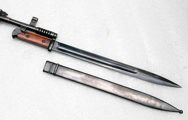 15 Штык обр. 1938 года, примкнутый к винтовке СВТ 38 (01)