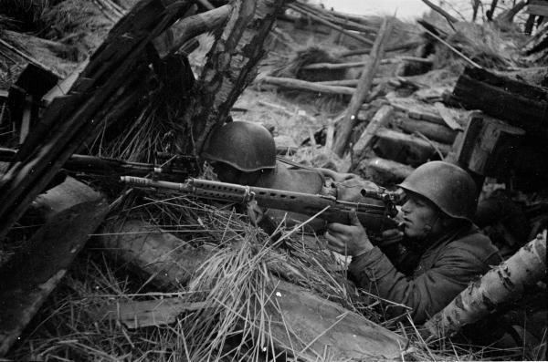 снайперы с винтовками СВТ 01