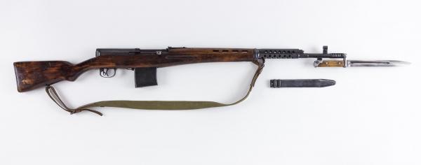 винтовка Токарева  СВТ 40 с примкнутым штыком 01