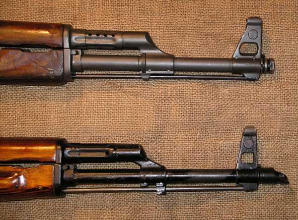 АКC 47 (вверху) и АКМC (вверху) 02