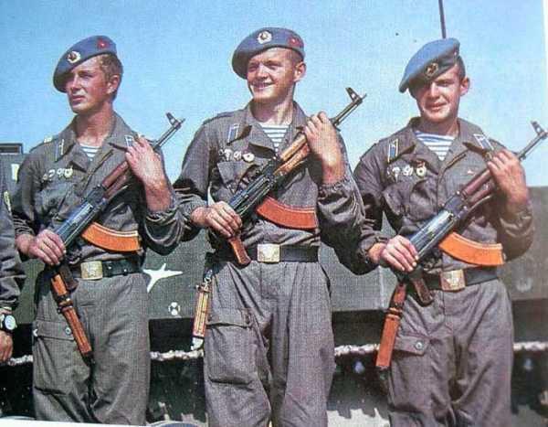 десантники с автоматами АКМС (02)
