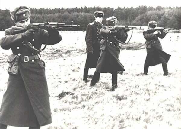 военнослужащие с автоматами АК 74 02