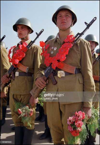 военнослужащие с автоматами АК 74 03