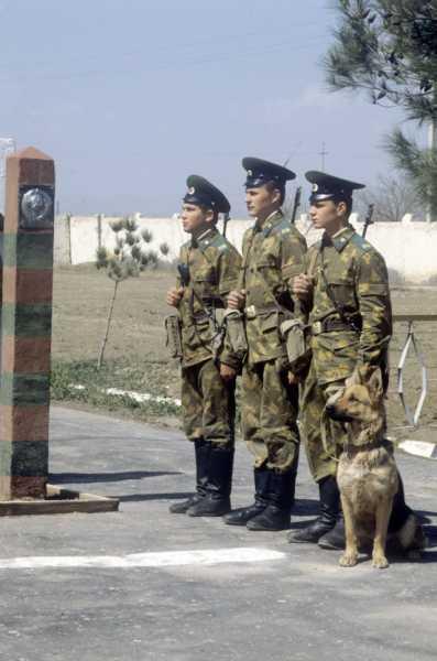 пограничники с авоматами АК 74 (01)