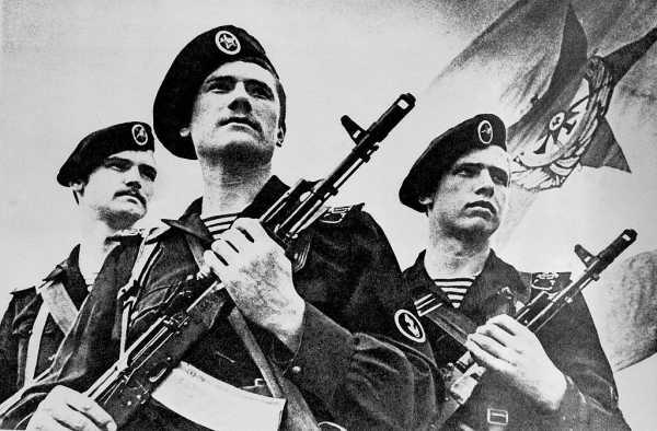 морские пехотинцы с автоматами АК 74 (01)