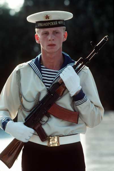 моряк с автоматом АК 74 (199 год) 01