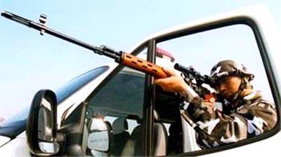 солдат спецподразделения SWAT с пиратской копией СВД 01