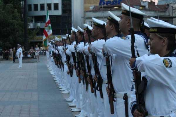 моряки с автоматами АК 02
