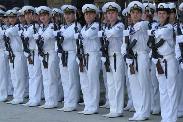 моряки с автоматами АК 03