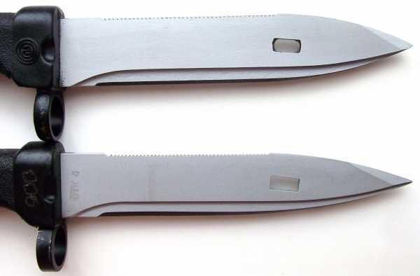 (вверху) и советский (внизу) штык ножи 6Х5 к автомату АК 74 02