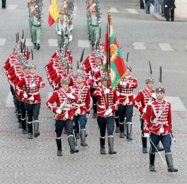 гвардейци на парад в Париж за националния празник на Франция, 14 юли 2007 г.