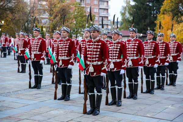 Национальной гвардейской части Болгарии с карабинами СКС 01а