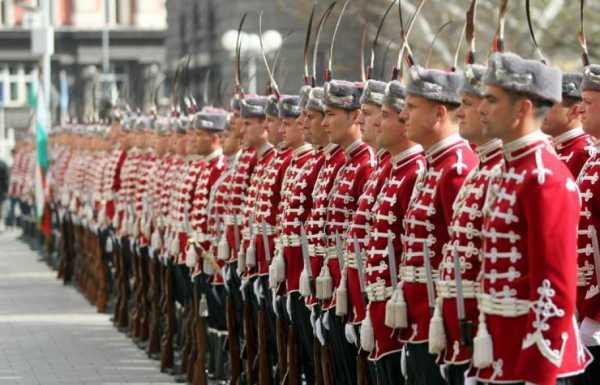 Национальной гвардейской части Болгарии с карабинами СКС 02