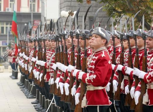 Национальной гвардейской части Болгарии с карабинами СКС 03