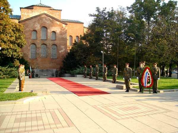 Национальной гвардейской части Болгарии с карабинами СКС 05
