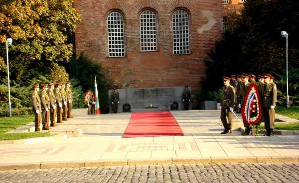 Национальной гвардейской части Болгарии с карабинами СКС 06
