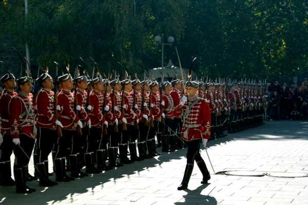 Национальной гвардейской части Болгарии с карабинами СКС 08