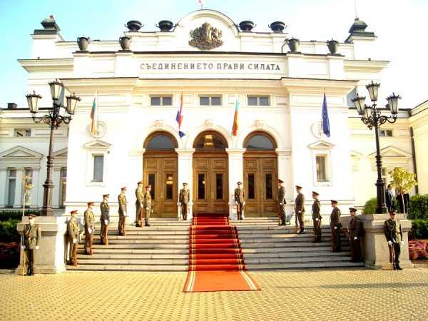 Национальной гвардейской части Болгарии с карабинами СКС 07