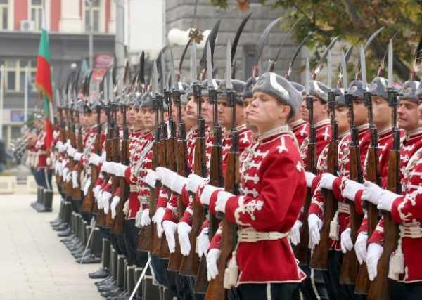 Национальной гвардейской части Болгарии с карабинами СКС 11